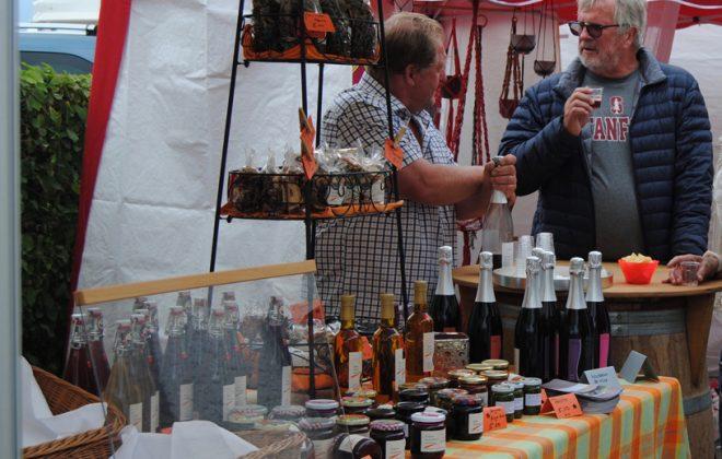Au Marché de Portalban, on peut même refaire le monde avec nos artisans